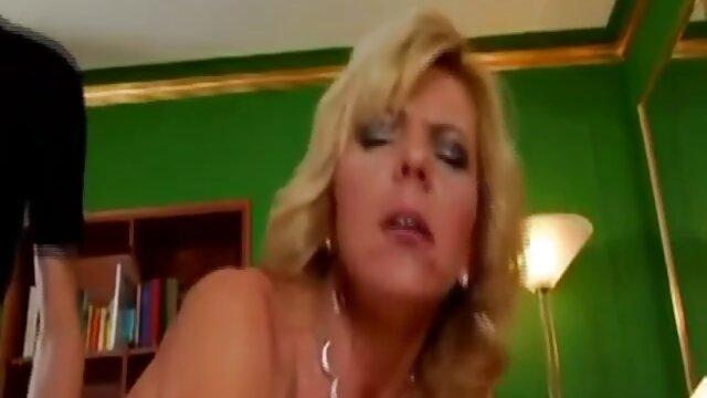 彼の母親は眠っていたが、彼女はまた彼に同じように犯された 無料 動画 女性 セックス