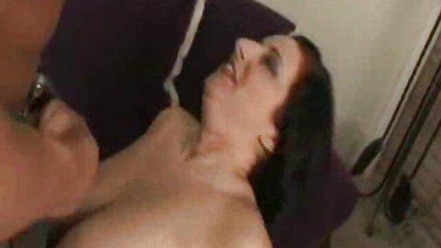 彼女は彼女の顔に彼女の研削を置く 動画 女性 エロ