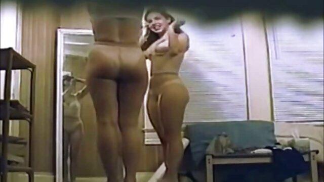 成熟したレズビアンの母と浮気 女性 が 見 たい エッチ な 動画